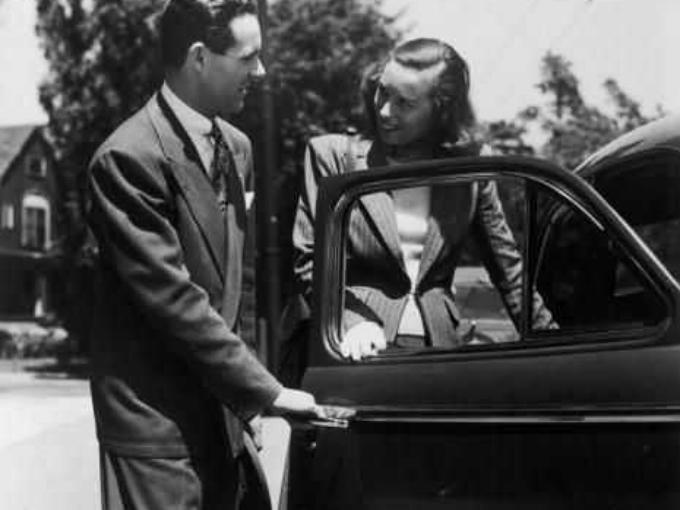 historia-abrir-puerta-del-coche-mujer-2_0